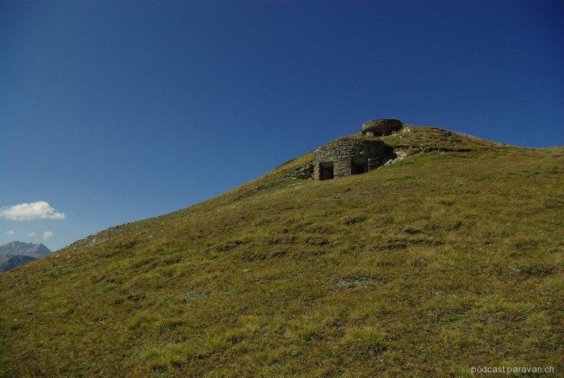 Irgendwo in der Schweizer Alpen: Ein Berg, ein Bunker und ...